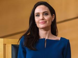 angelina-jolie-300x225 Acupuntura recupera Angelina Jolie