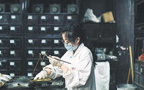 criança-aprendendo-fitoterapia Cursos de Medicina Chinesa são lançados em escolas chinesas para crianças de 12 anos