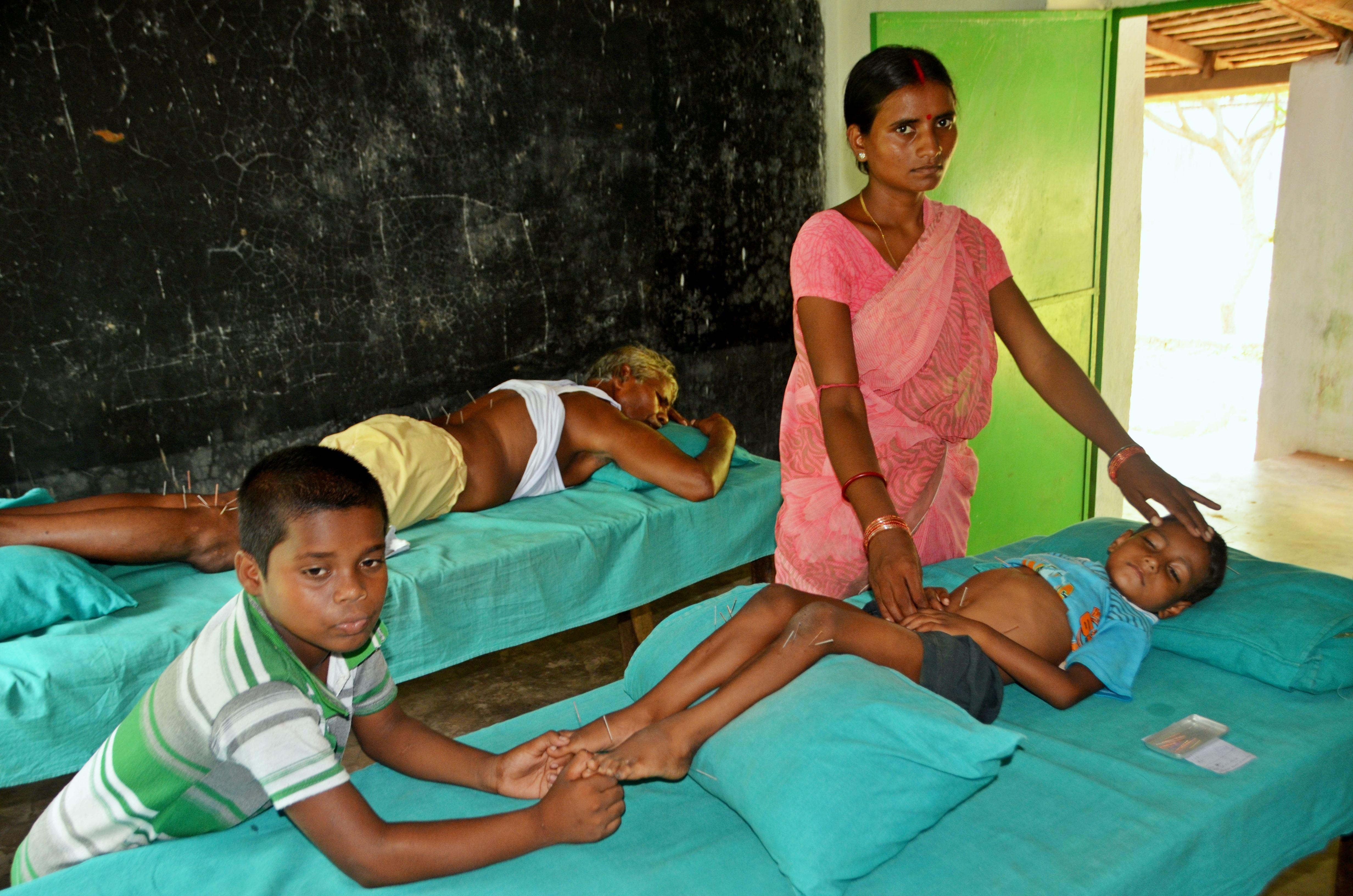Nepal-Thrangu-Clinic Acupuntura Sem Fronteiras: Um Relato do Professor Marcos Yau